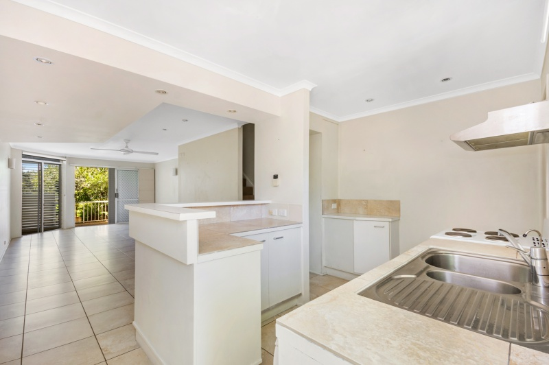 Lovely Townhouse Conveniently Positioned