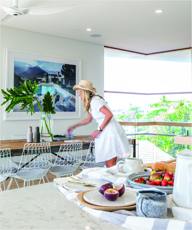 Rental properties and holiday properties - lady in the dining room